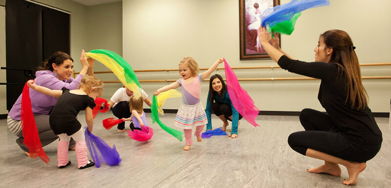 how can I help my toddler to listen in a dancing class